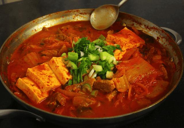 Korean Food 25 Kimchi stew (Kimchi-jjigae)