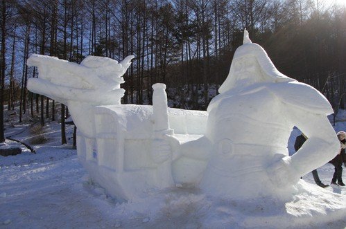 Korean admiral and a dragon carved out of snow and ice